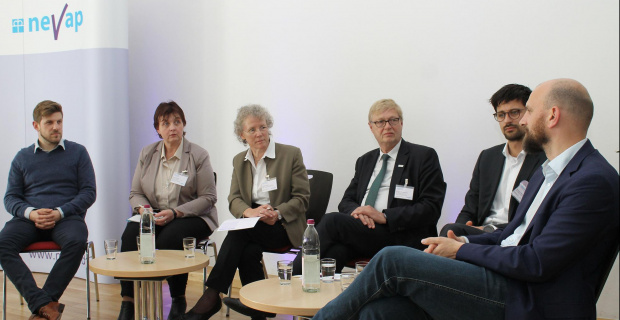 Diskutierten beim NEVAP-Fachtag: (v.l.) Martin Mehner (Talentry), Andrea Hirsing (Diakonie in Niedersachsen), Sabine Weber (NEVAP), Christian Sundermann (NEVAP), Giovanni Bruno (Fokus digital), Johannes Technau (Buurtzorg Deutschland) / Foto: Ines Goetsch